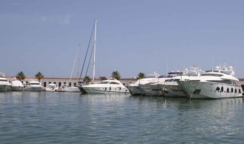 Charter-motorboat-Barcelona-sm2
